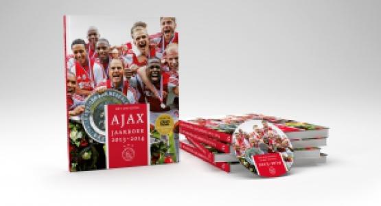 Staf Ajax ontvangt eerste Ajax Jaarboek