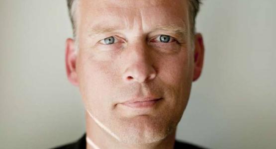 Erik Jan Harmens over alcohol en eenzaamheid in de Volkskrant en Trouw