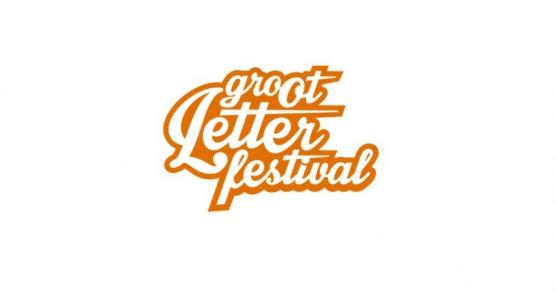 Erik Jan Harmens treedt op tijdens het Groot Letterfestival 2016