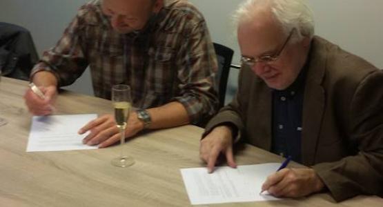 Militair historici Christ Klep en Rein Bijkerk tekenen bij Hollands Diep