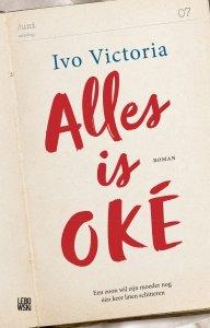 Paperback: Alles is OKÉ - Ivo Victoria