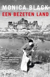 Paperback: Een bezeten land - Monica Black